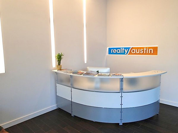 realty-austin-lake-travis-office-front-desk-receptionist-area