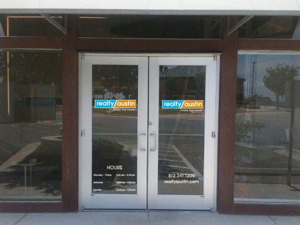 realty-austin-lake-travis-office-window-signage